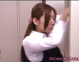 Yuna Shira japanese mom satisfies herself