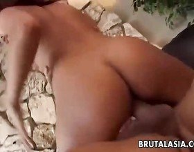Asian babe Annie Cruz takes it in her ass and