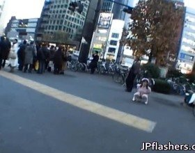Naughty Asian Girl Is Pissing In Public